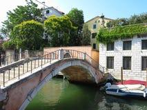 20 06 2017, Венеция, Италия: Взгляд исторических зданий и каналов Стоковое Изображение