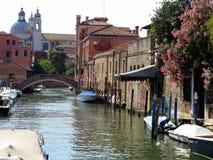 20 06 2017, Венеция, Италия: Взгляд исторических зданий и каналов Стоковые Изображения RF