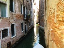 20 06 2017, Венеция, Италия: Взгляд исторических зданий и каналов Стоковые Фотографии RF