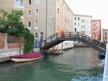 20 06 2017, Венеция, Италия: Взгляд исторических зданий и каналов Стоковая Фотография