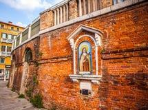 ВЕНЕЦИЯ, ИТАЛИЯ - 19-ОЕ АВГУСТА 2016: Известные статуи & скульптуры Венеции в историческом городе северной Италии 19-ого августа  Стоковое Фото
