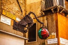 ВЕНЕЦИЯ, ИТАЛИЯ - 19-ОЕ АВГУСТА 2016: Известные статуи & скульптуры Венеции в историческом городе северной Италии 19-ого августа  Стоковая Фотография