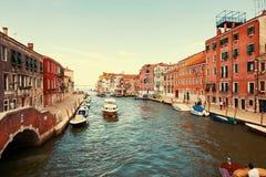 Венеция, Италия - 14-ое августа 2017: Красивые классические здания на канале Венеции Стоковая Фотография
