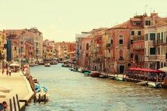 Венеция, Италия - 14-ое августа 2017: Красивые классические здания на канале Венеции Стоковые Фотографии RF