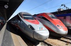 Венеция, Италия - 8-ое июня 2017: Быстроходные поезда Trenitalia на t стоковые изображения rf