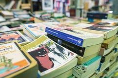 ВЕНЕЦИЯ, ИТАЛИЯ - 22-ОЕ МАРТА 2014: Старые книги bookstore Acqua Alta Стоковое Изображение RF