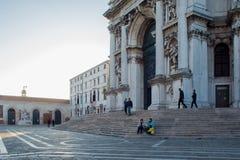 ВЕНЕЦИЯ, ИТАЛИЯ - 7-ОЕ ОКТЯБРЯ 2017: Собор салюта della Santa Maria, утра Стоковое Фото