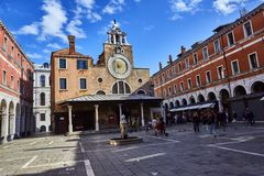 Венеция, Италия 12-ое сентября 2017: Церковь Сан Giacomo di Rialto Di Rialto Chiesa di Сан Giacomo стоковые фотографии rf