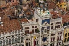 Венеция, ИТАЛИЯ - октябрь 2017: Вид с воздуха аркады Сан Marco и колокольни в Венеции, одном из самых известных ориентир ориентир Стоковое Фото