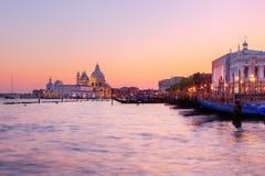 Венеция, Италия. Гондолы на грандиозном канале на заходе солнца Стоковая Фотография RF