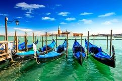 Венеция, Италия - гондолы на грандиозном канале Стоковые Изображения