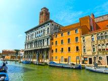 Венеция, Италия - гондолы на канале большом в красивом летнем дне Стоковое Изображение