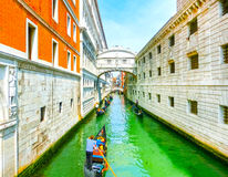 Венеция, Италия - гондолы на канале большом в красивом летнем дне Стоковые Изображения RF