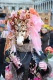 ВЕНЕЦИЯ, Италия - 24-ое февраля 2014: Масленица в Венеции - одной из популярной масленицы в Европе Стоковые Фотографии RF