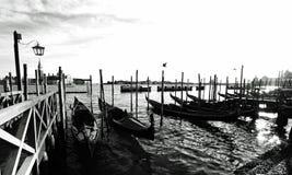 Венеция, Италия с очаровательной ездой гондолы Стоковая Фотография RF
