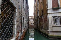 Венеция, канал, места куда туристы редко бродяжничают, Италия стоковые изображения rf
