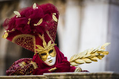 Венеция - 6-ое февраля 2016: Красочная маска масленицы через улицы Венеции Стоковые Изображения