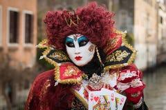 Венеция - 6-ое февраля 2016: Красочная маска масленицы через улицы Венеции Стоковое Изображение RF