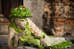 Венеция - 6-ое февраля 2016: Красочная маска масленицы через улицы Венеции Стоковые Фото