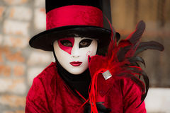 Венеция - 6-ое февраля 2016: Красочная маска масленицы через улицы Венеции Стоковые Изображения RF