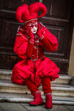 Венеция - 6-ое февраля 2016: Красочная маска масленицы через улицы Венеции Стоковое Фото