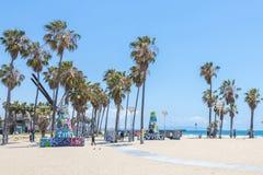 ВЕНЕЦИЯ, СОЕДИНЕННЫЕ ШТАТЫ - 21-ОЕ МАЯ 2015: Прогулка фронта океана на пляже Венеции, Калифорния Пляж Венеции одно из большинств  стоковая фотография rf