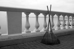 2 веника на набережной Стоковые Фото