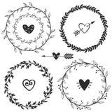 Венки нарисованные рукой деревенские винтажные с сердцами Флористический вектор Стоковое Изображение