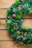 Венок двери рождества пришествия деревянный с праздничным украшением Стоковые Изображения