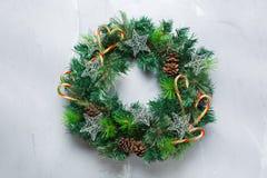 Венок двери рождества пришествия с праздничным украшением Стоковые Фотографии RF