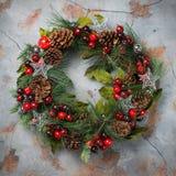 Венок двери рождества пришествия с праздничным украшением Стоковое Фото