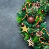 Венок двери рождества пришествия с праздничным украшением Стоковое Изображение RF