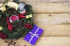 Венок и подарок на рождество рождества Стоковое Изображение