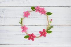 Венок круга розовых и красных цветков Стоковое Фото