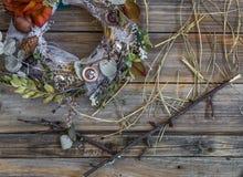 Венок осени на деревянной предпосылке в форме круга Стоковые Изображения RF