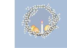 Венок пасхи с белыми яичками и свечой стоковое изображение