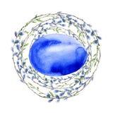 Венок пасхи цветков и хворостин с пасхальными яйцами белизна изолированная предпосылкой Стоковые Изображения RF