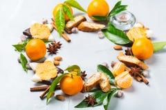Венок печений рождества с специями и tangerine Стоковая Фотография