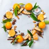 Венок печений рождества с специями и tangerine Стоковое Изображение RF