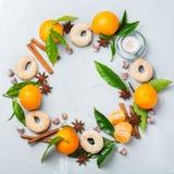 Венок печений рождества с специями и tangerine Стоковое Изображение