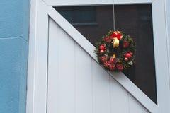 Венок рождества на двери в Gent Стоковые Изображения