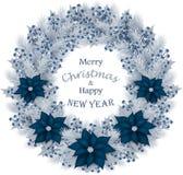 Венок рождества с ветвями, голубиками и цветками ели Стоковое Изображение RF