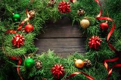 Венок рождества handmade на деревянной предпосылке стоковое изображение