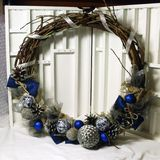 Венок рождества на двери handmade Стоковые Фото