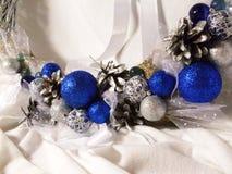 Венок рождества на двери handmade Стоковое Изображение RF