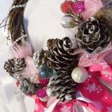 Венок рождества на двери handmade Стоковые Изображения RF