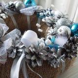 Венок рождества на двери handmade Стоковые Фотографии RF