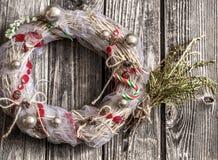 Венок рождества на деревянной предпосылке Стоковая Фотография