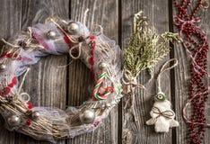 Венок рождества на деревянной предпосылке Стоковое Фото