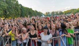 Вентиляторы наслаждаются вульгарным Молли в реальном маштабе времени Фестиваль выходных атласа, Киев, Украина Стоковое Изображение